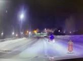 В Емельяновском районе врачам скорой помощи пришлось пробиваться к больной на снегоходах
