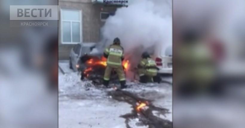 В Красноярске из-за сильных холодов загораются автомобили