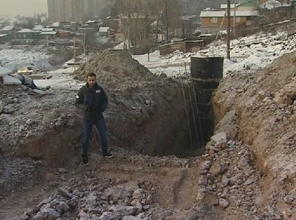В Красноярске двоих рабочих засыпало грунтом при строительстве развязки для Четвертого моста
