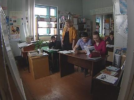 В Зеледеево ученики закрытой школы сели за парты в сельсовете, библиотеке и квартире РЖД