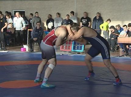 Сильнейшие борцы разыгрывают путёвки на Ярыгинский турнир