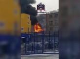 Горит заброшенное здание завода «Красфарма» за магазином «Лента»