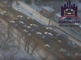 В Красноярске из-за наледи друг за другом врезались 6 автомобилей