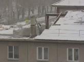 В Красноярске рабочие разобрали крышу дома, и теперь жители замерзают в собственных квартирах